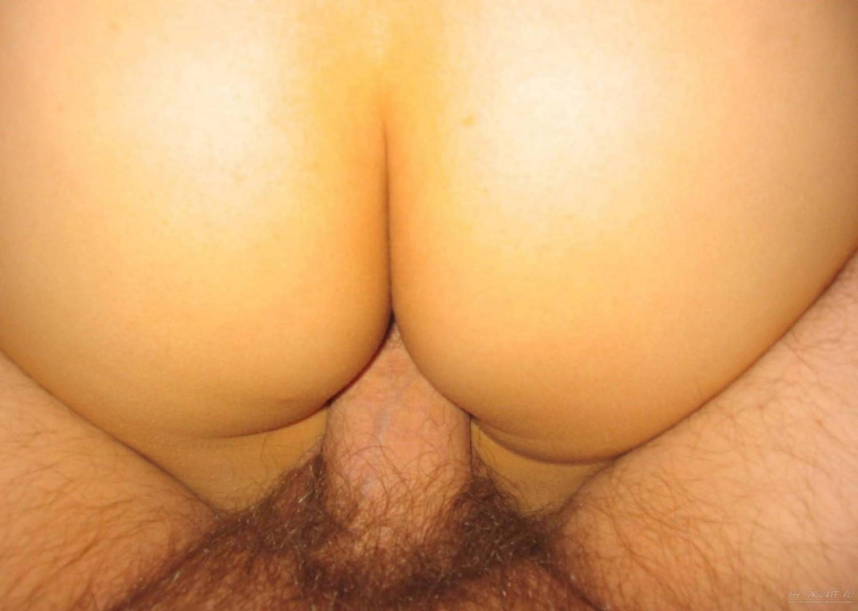 В номерах обнаженная японка выставила напоказ лохматую киску секс фото