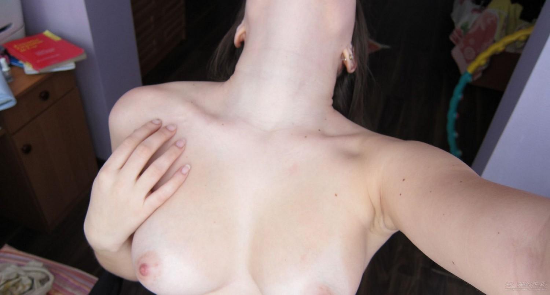 Роскошная телка разделась перед камерой