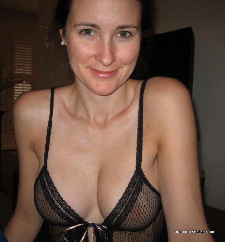 42 Летняя администраторша в своей квартире обожает сниматься в красивом белье