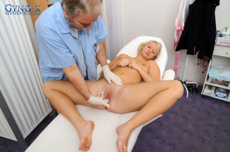 Молоденькая блондинка пришла на прием к гинекологу