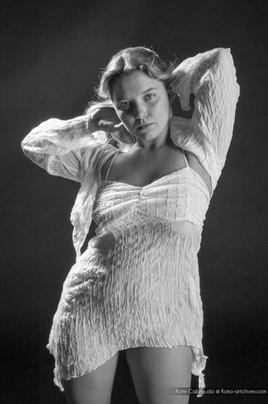 Красивая проститутка сняла трусы в студии