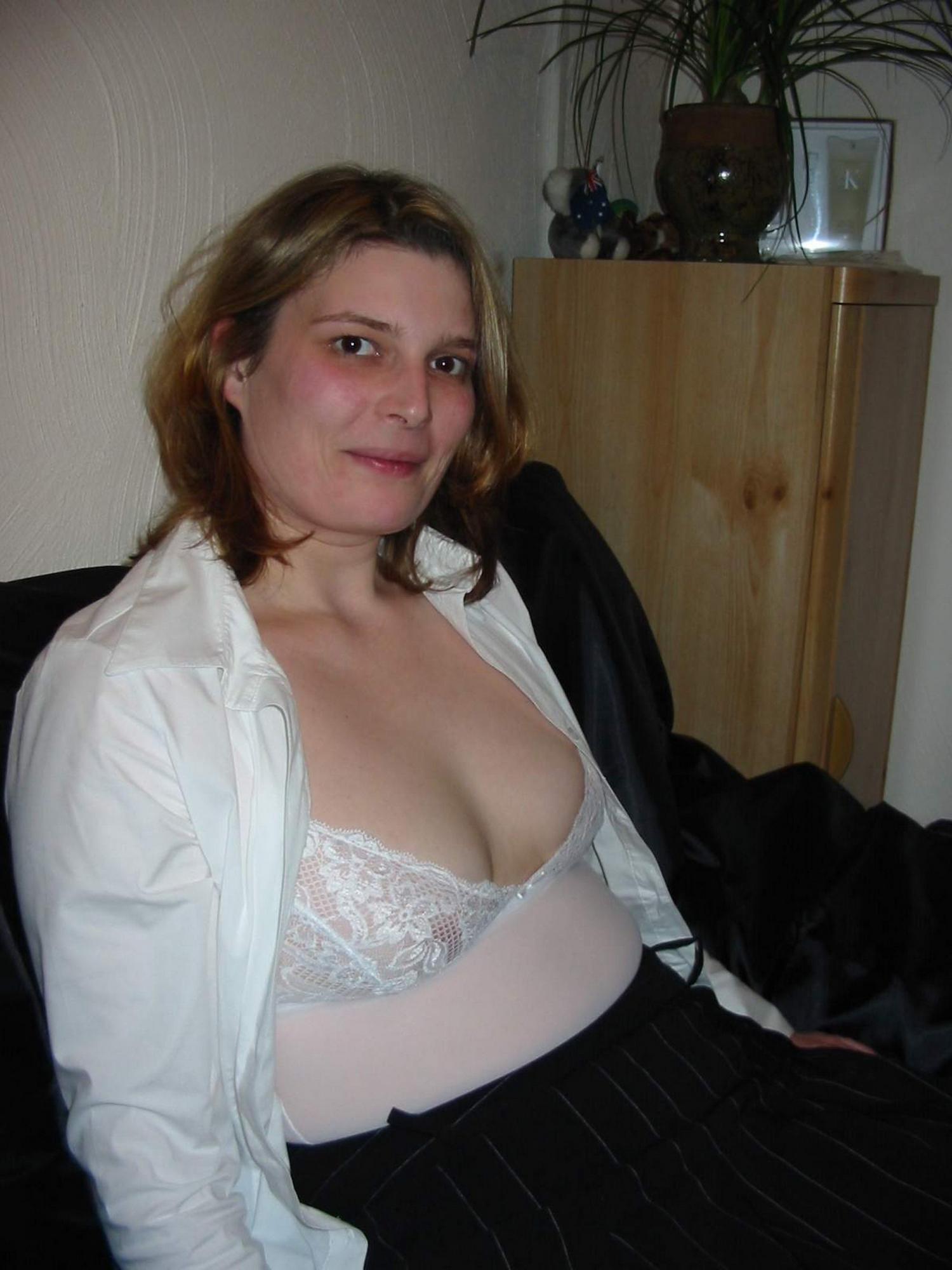 Особа женского пола в завязанными глазами вафлит пенис секс фото