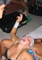 Пьяные барышни оголились на вечеринке 6 фотография