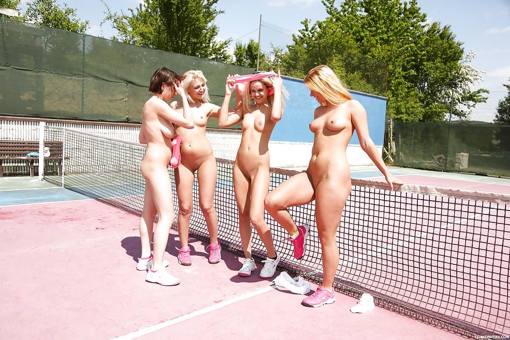 Четыре лесбиянки предаются плотским утехам на теннисном корте