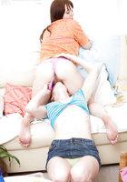 В апартаментах лесбиянка собралась лизать рыжую киску подруги 6 фотография