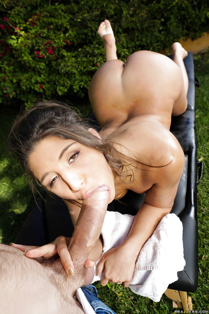Шлюха лижет фаллос в безлюдном месте секс фото