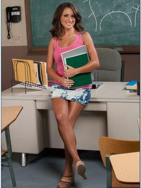 Порно учительница ножкам