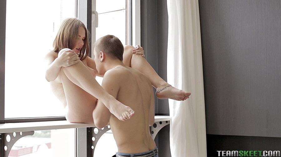 В номерах мужик спаривается с голой красоткой