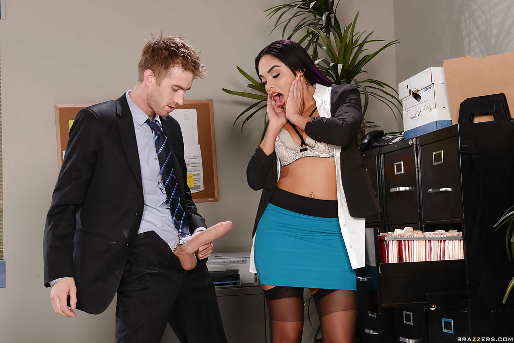 Над дамой трахнуть менеджера фото девушки сексе