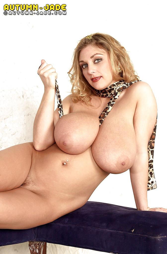 Давалка сняла леопардовое белье и легла на кушетку