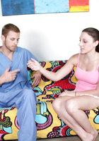 Девушка дома дрочит член врачу скорой помощи 2 фотография