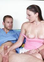 Девушка дома дрочит член врачу скорой помощи 13 фотография