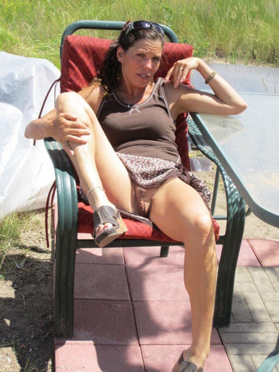 Опытная леди желает похвастать писей в разных местах