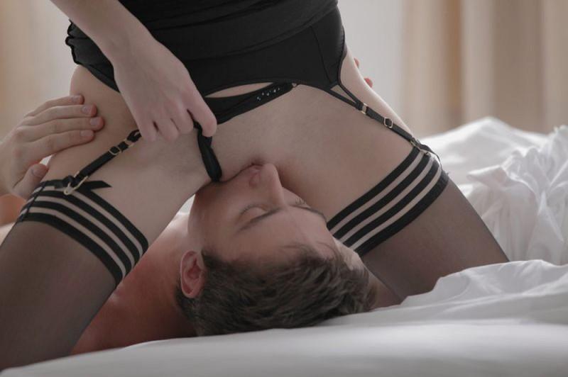 Молодожены трахаются в позе 69 секс фото