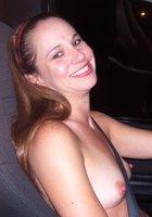 Мамочки показывают голые сиськи за рулем 2 фотография