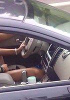 Мамочки показывают голые сиськи за рулем 3 фотография
