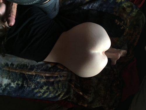 Манекенщицы в стрингах показала роскошные жопы, повернувшись спиной
