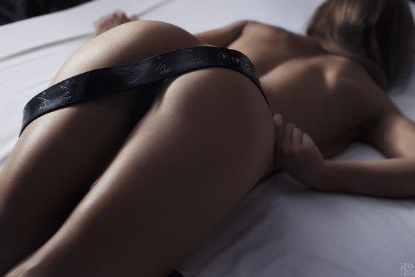 Красотки в трусиках возбуждают спортивными попками