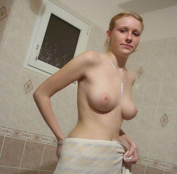 Няшки оголили грудь и качественные ягодицы секс фото