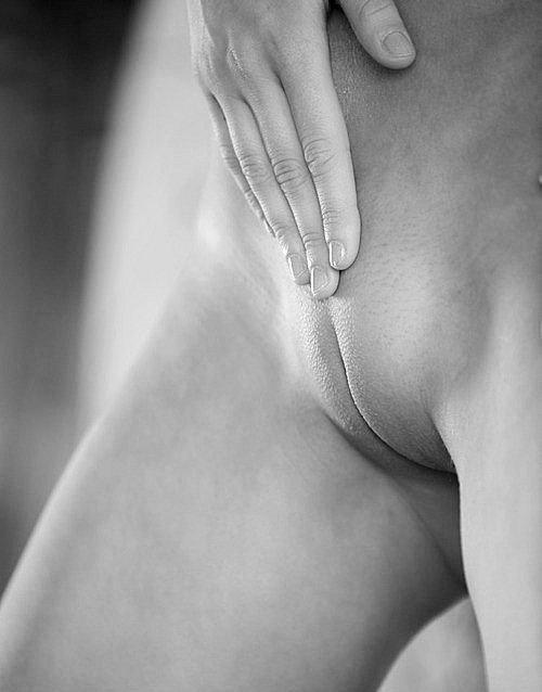 Голые актрисы показала задницы и аккуратные письки