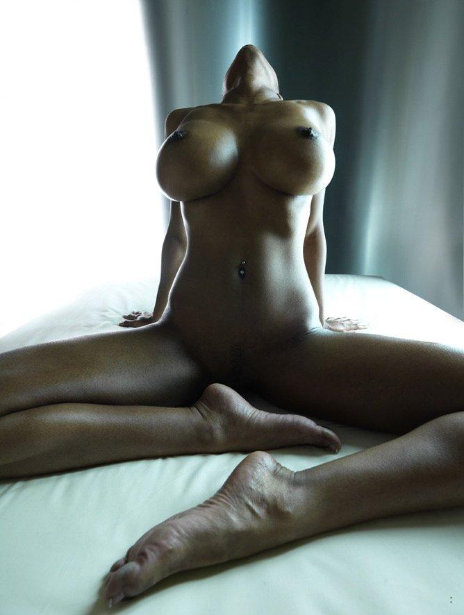 Красотули в сексуальном белье показала сисяндры и прекрасные жопы