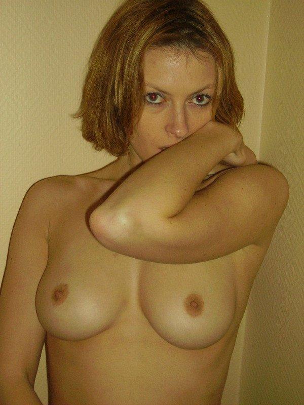 Стройные леди красуются обнаженными телами и упругими попкам