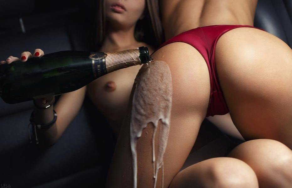 Девушки показывают парням голые прелести крупным планом