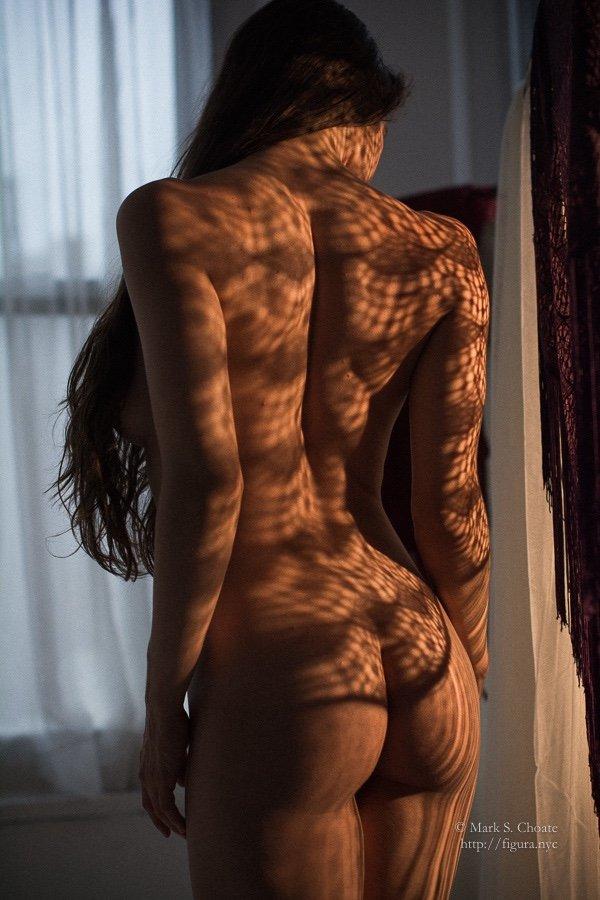 Подборка красавиц показывающих упругие попки перед камерой