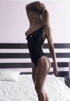 Стройные спортсменки с красивой грудью позируют в нижнем белье 8 фотография