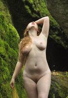 Смазливые леди показывают лобок с рыжими волосами на камеру 10 фотография