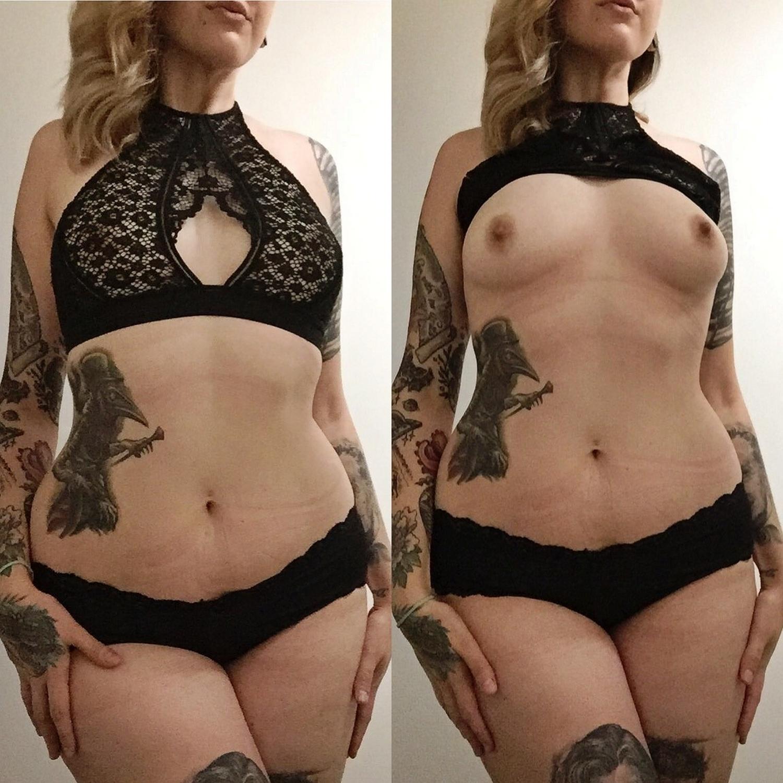 Красотка с татуировками примеряет белье и показывает упругие сиськи