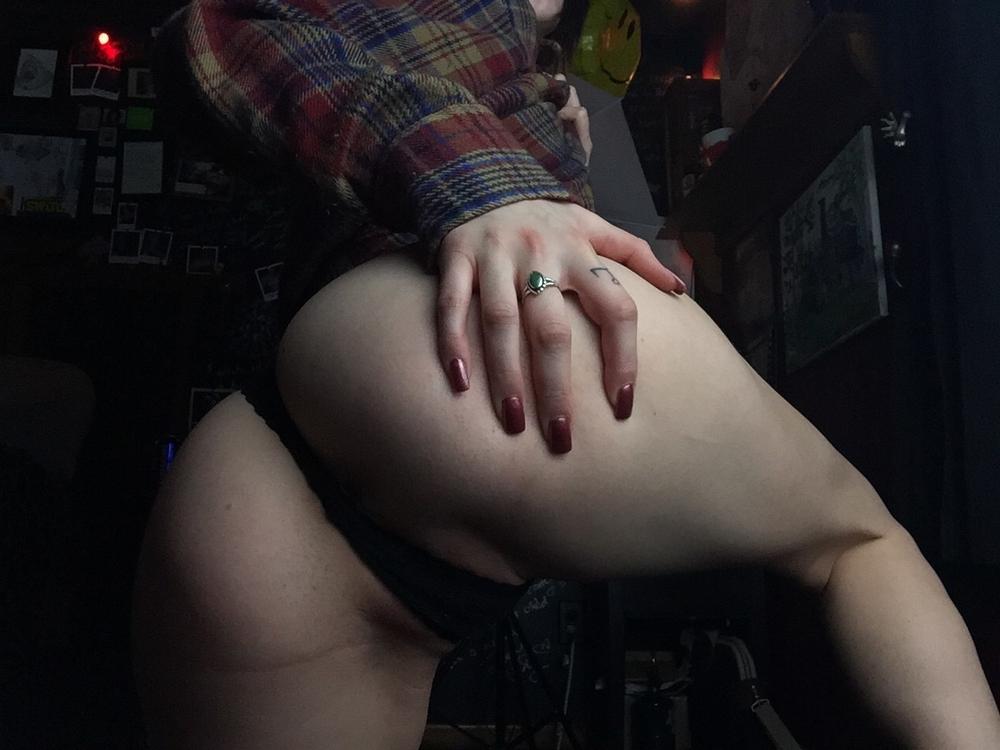 Стройняшки с сочными бедрами снимают бикини для фотосессии