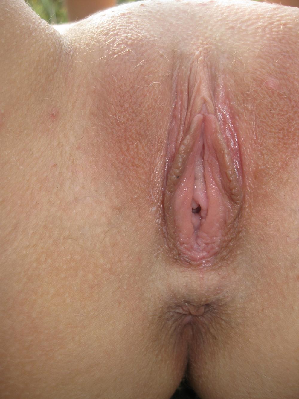 Стройняшки без стрингов показывают вагины крупно