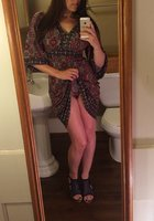 Фитоняшка с интим стрижкой делает эротичные селфи перед зеркалом 8 фотография