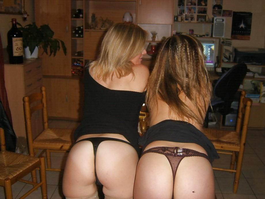 Две девушки согласились на секс с парнем у него дома