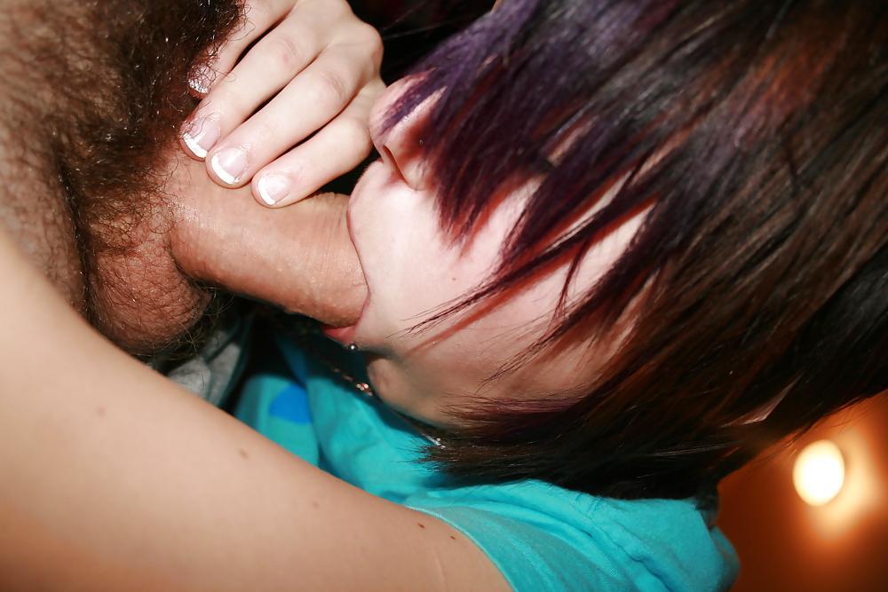Двадцатилетняя девушка вафлит мощный член в постели секс фото