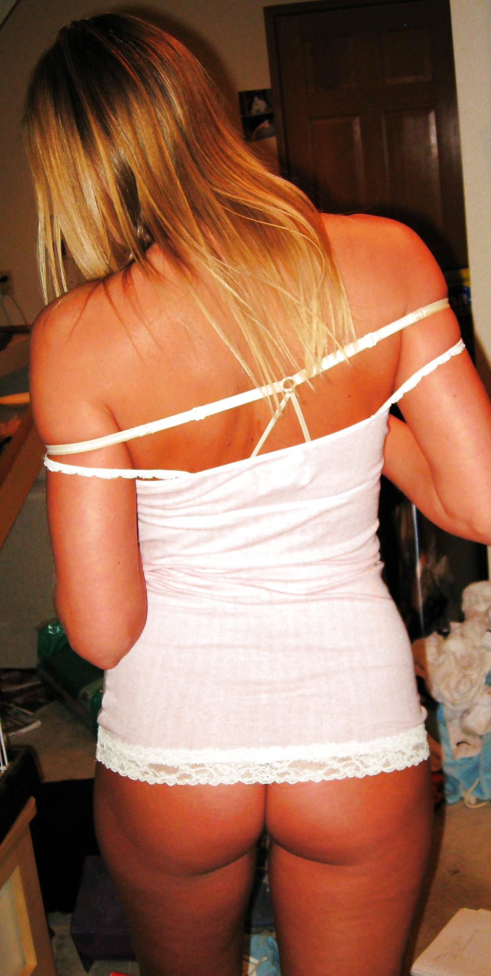 Пышногрудая блондинка полирует кукан ротиком в домашних условиях
