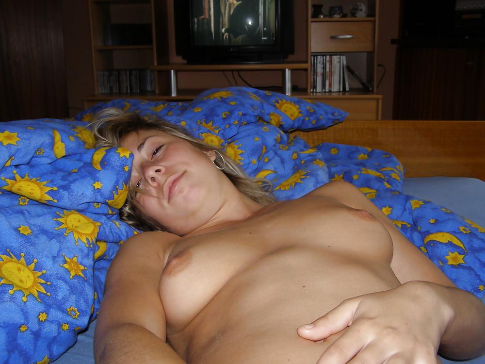 Шлюха с узкой вагиной впустила в тугой анал пенис соседа секс фото