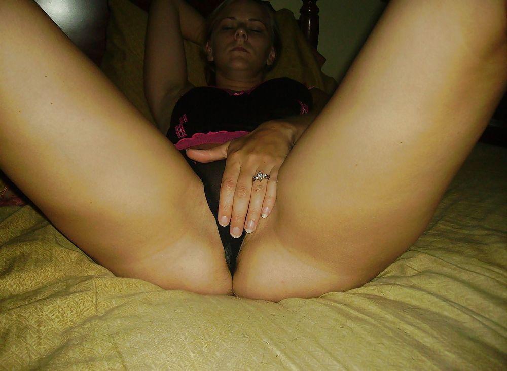 Супермодель в спальне лижет пенис ухажера секс фото