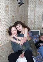 Три раздетые лесбиянки шалят друг с дружкой на диване 21 фотография