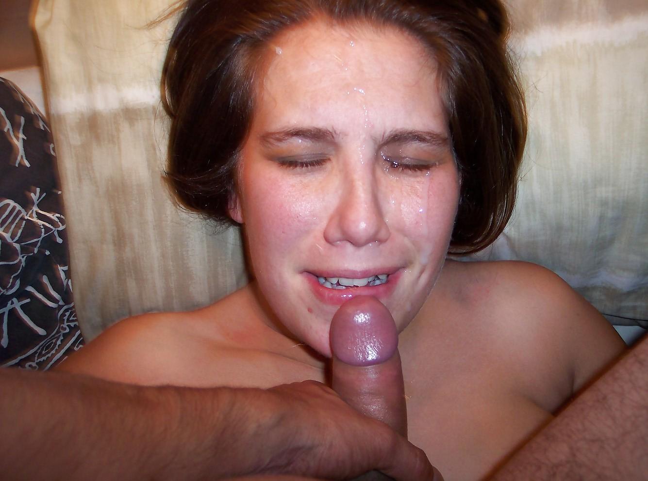 У себя дома любовник обкончал лицо голой пышечки смотреть эротику