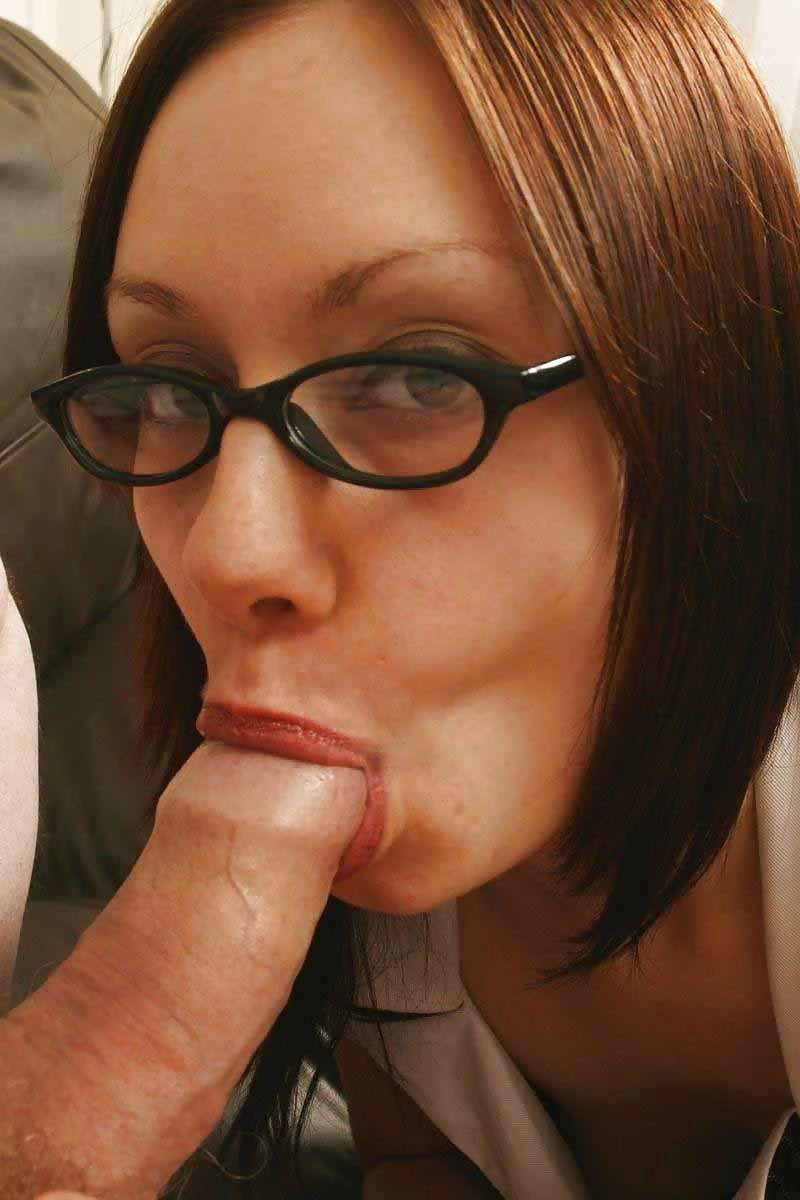 Бисексуальная секретарша шалит после работы