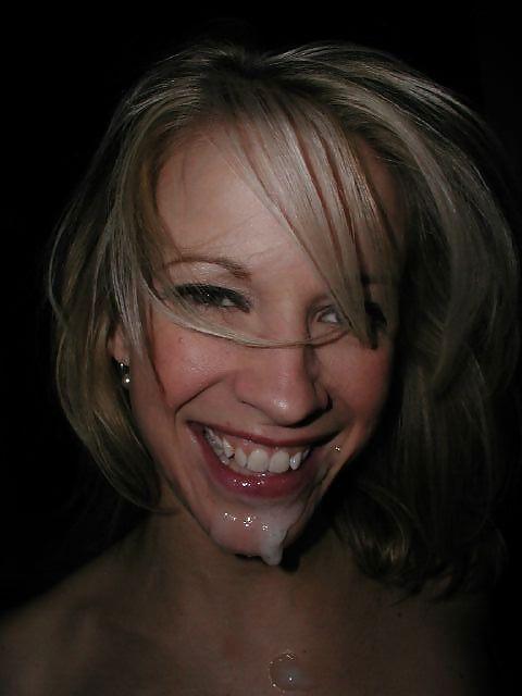 Хорошенькая блондинка заработала сперму в рот после соития