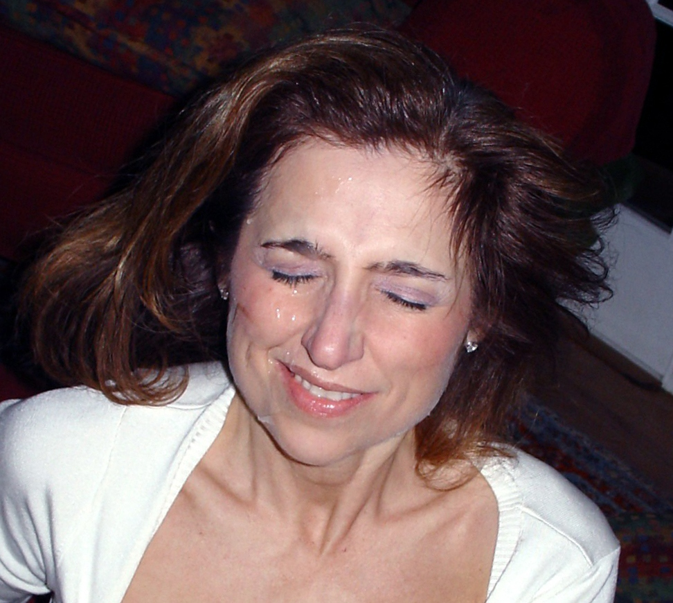 Мама заработала сперму на лицо после работы с фаллосом