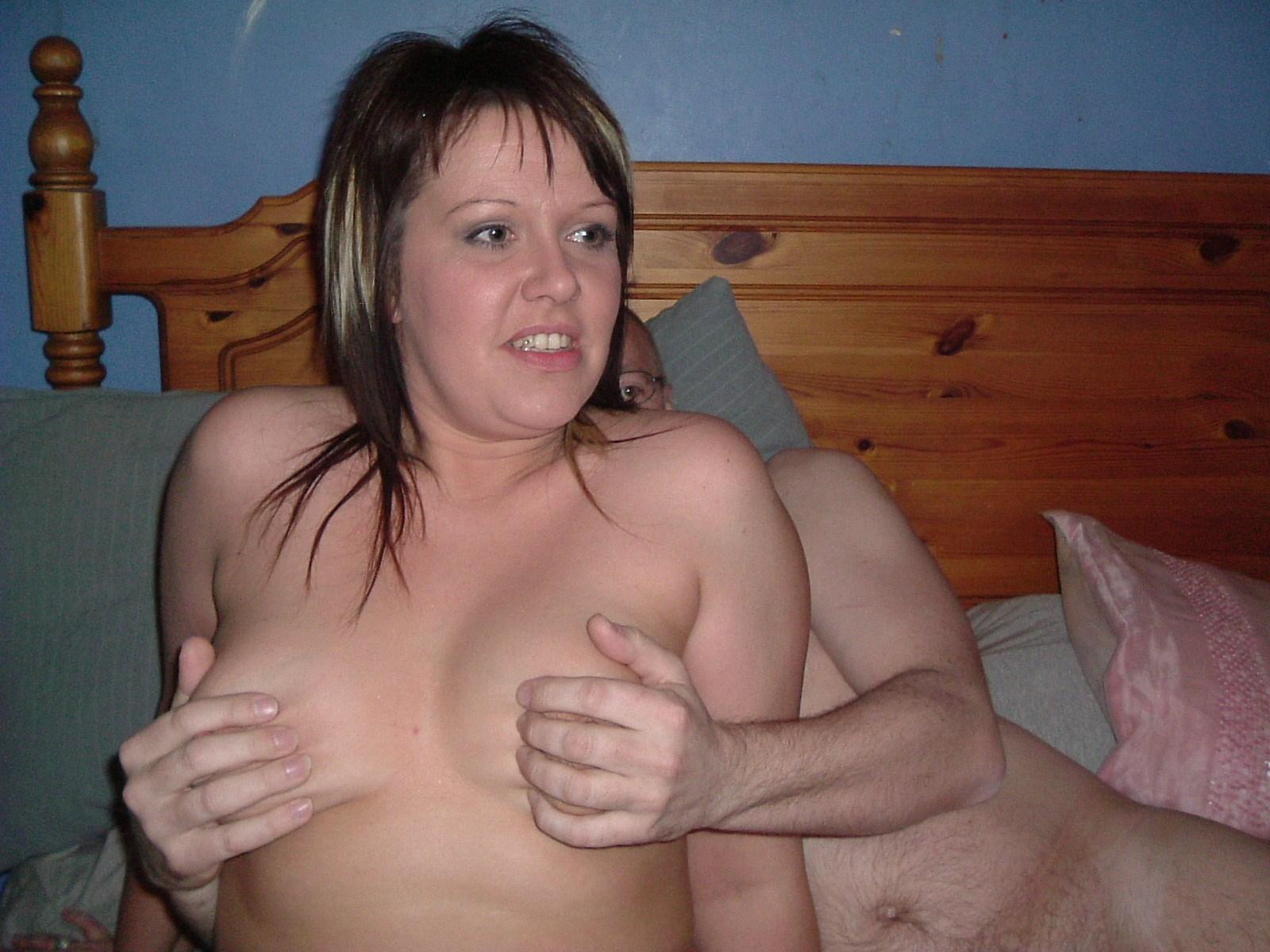 Дама в койке ебется сразу с 2-мя самцами