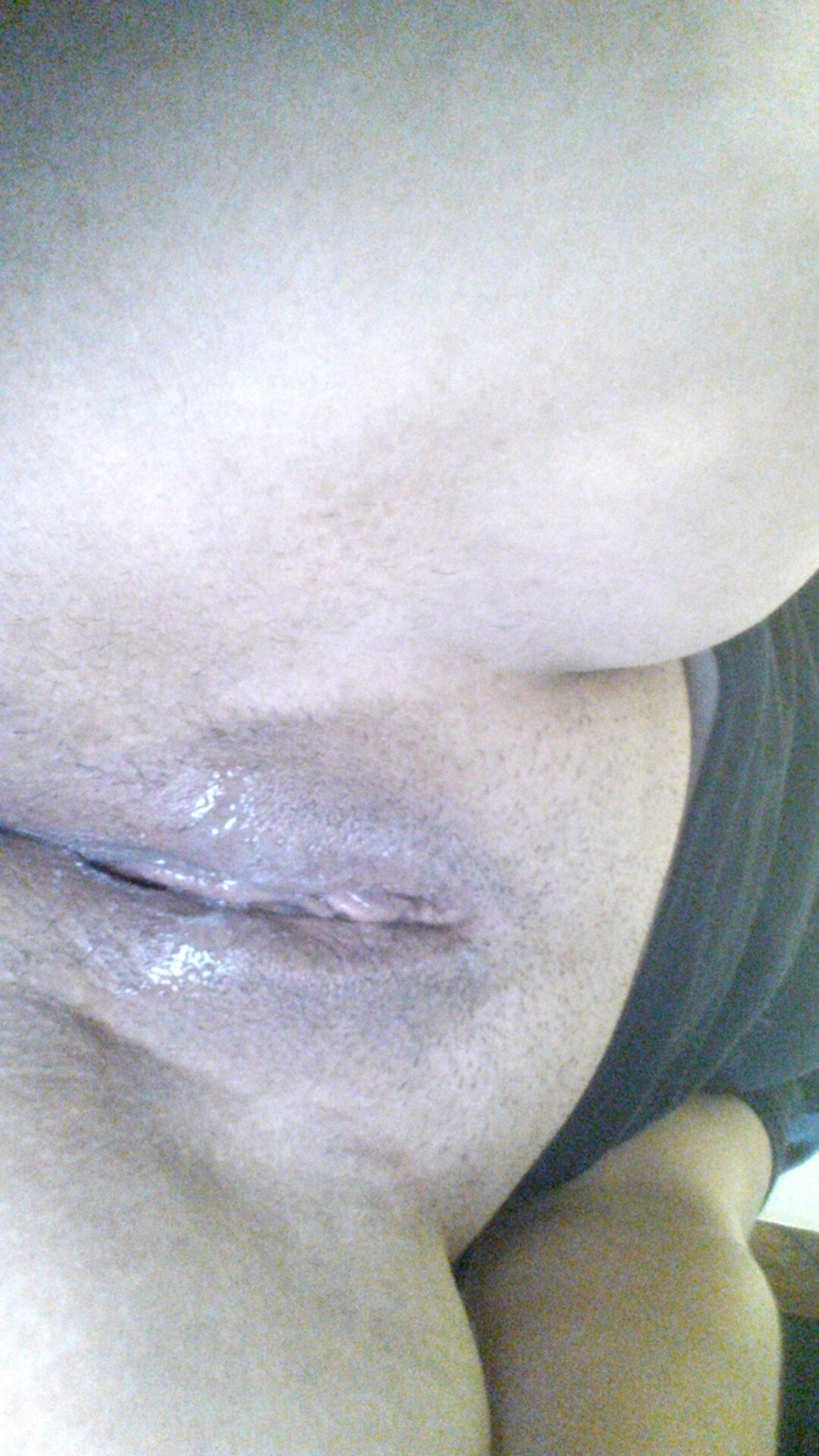 В домашних условиях мясистая деваха блистает милой вагиной