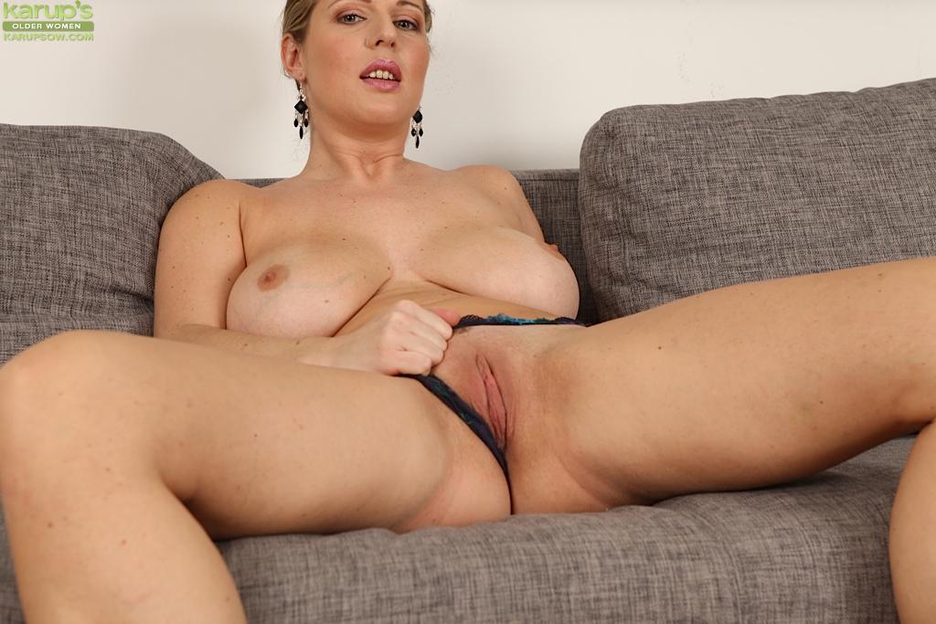 Big Belly Romanian Mature In Webcam