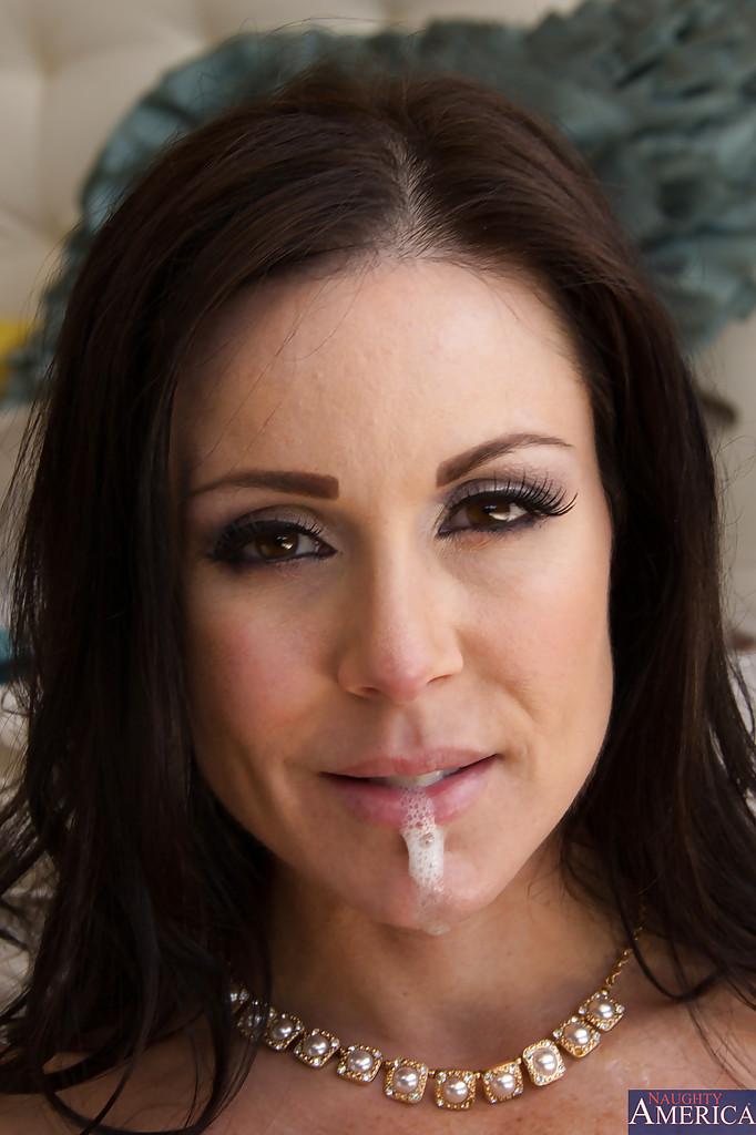 Тетка с гигантскими сиськами заработала в рот сперму после минета