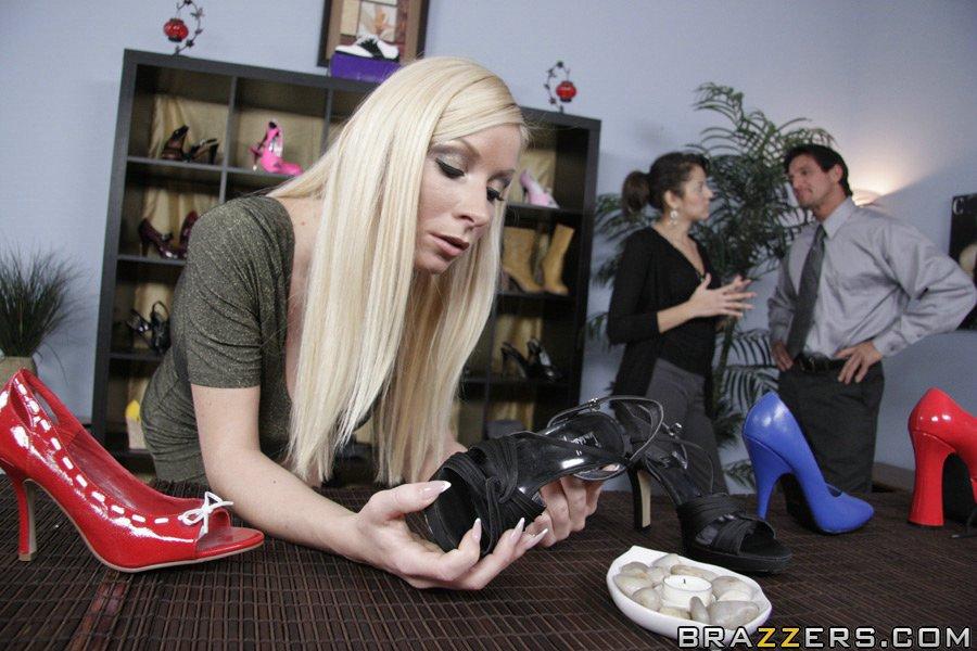 Худенькая Красотка Дала Продавцу Обуви Порно И Секс Фото С Девушками В Чулках