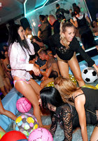 Пьяные цыпочки устроили оргию во время вечеринки 11 фотография